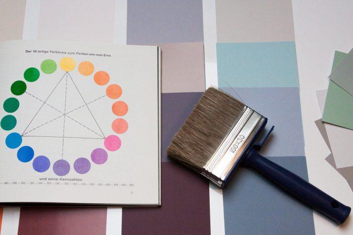 Pinsel und Farbkatalog