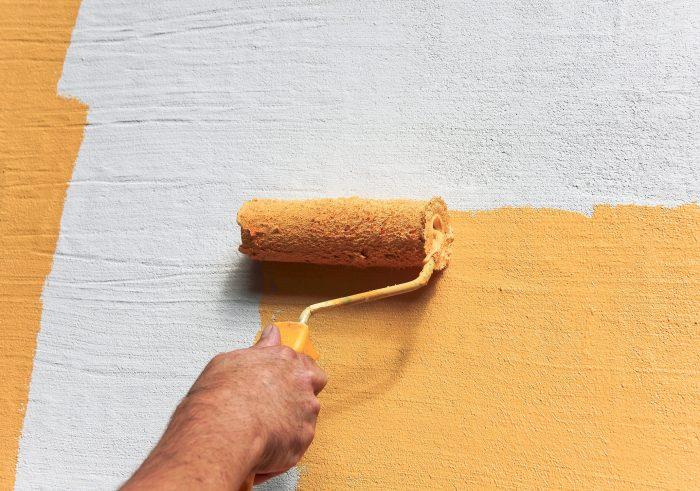 Fassade wird in Gelb gestrichen